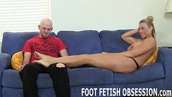 Suck my toes while you stroke your cock