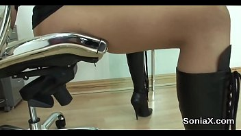 Cheating uk mature lady sonia exposes her heavy naturals