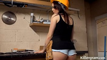 Sexy big boobs babe plays with the handymans big tool 8 min
