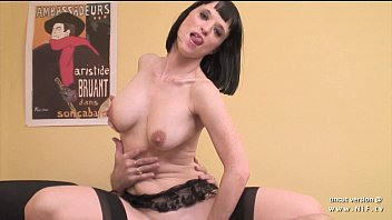 Big boobed french milf in lingerie hard analyzed and finished with handjob Vorschaubild