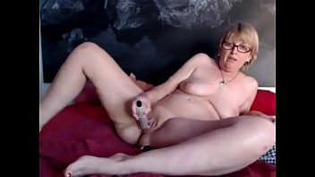 SpicyHoneyMilf secret filmed during cam show
