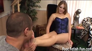 Stroke your cock for MILF Nikki'_s perfect feet