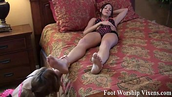 Cherry gets her feet worshiped by Lady