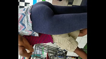 Candid BLACK milf with jiggly phat ass in leggings part 2