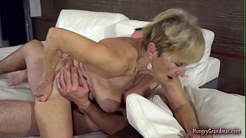 Granny loves hardcore sex with a big cock 6分钟