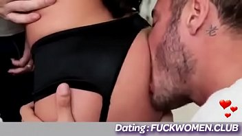 girl gives her both holes for double penetration