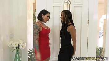 Strap on ebony sex - Ivy lebelle and kira noir met on an online lesbian dating app