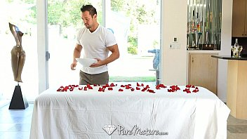Hd Puremature - Sensual Massage On A Bed Of Roses For Kiera King