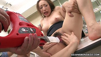 Getting her wet pussy pumped and she gets toy fucked 8分钟