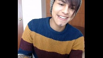 Giving private cam shows twinks This adorable latino boy shows his delicious hole