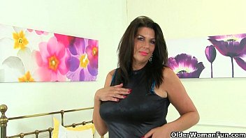 UK milfs Lulu Lush and Silky Thighs need orgasmic pleasure