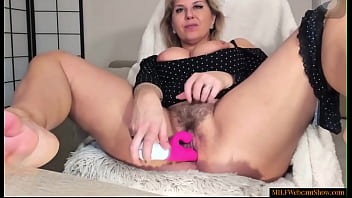 Hot MILF With Curvy Body And Hairy Pussy