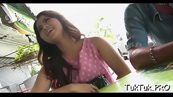 Cum-thirsty thai girlfriend can'_t live out of to lick a big love stick