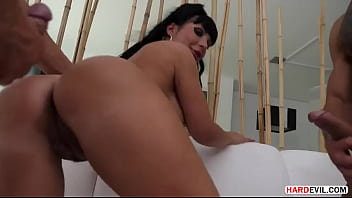 Valentina Ricci warmed up her holes for a threesome