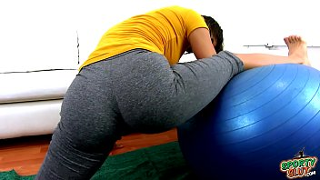 Amazing Ass and Amazing Cameltoe Brunnete Latina Teen in Tight Yoga Pants