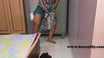 Indian maid with no panties