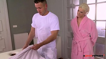 Blanche Bradburry gives a blowjob while getting fingered by her masseuse 13 min