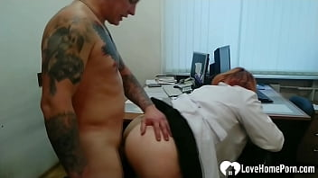 Streaming Video BBW gets pounded hard by a tattooed lad - XLXX.video