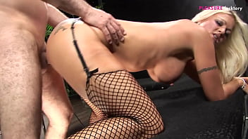THERE IS A POLEDANCER ON MY COCK AND SUCK IT ALL THE NIGHT