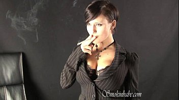 Maya Papaya - Smoking Fetish at Dragginladies