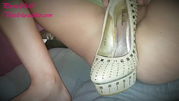Pornochic from vends-ta-culotte.com dildoing herself with beautiful pumps