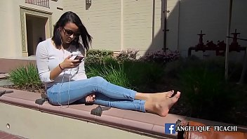 Cams4free.net - College Girl with Delicious Feet in Public