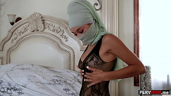 Hijab arab stepmom Cali Lee wanted stepsons huge cock