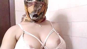 Real Arab In Niqab Hijab Mom Dildo Pussy Squirting, TitJob And Then Masturbating Her Muslim Pussy To Extreme Squirting Orgasm