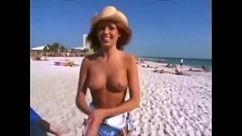 Girl from Alabama strips naked on the beach