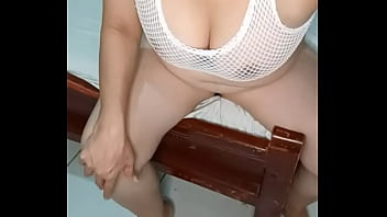 HOT MARRIED WOMAN DOES PORN WHILE HER HUSBAND IS NOT AT HOME
