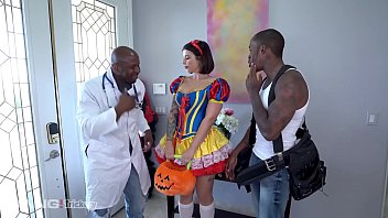 Trickery - Ivy Lebelle Double Penetrated By Two Black Dudes