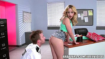 Brazzers – Goldie Shoplifts and gets punished