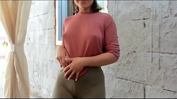 Cam model Nyconic fingers herself outside