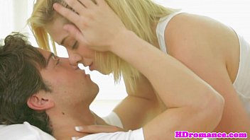 Glamcore babe cocksucking her mans love wand 8分钟