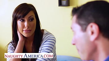 Naughty America - Tiffany Brookes gets pumped for school 7分钟