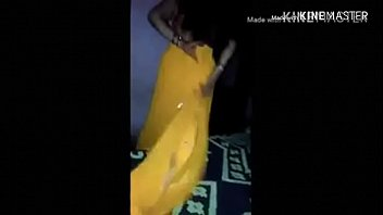 Indian hot horny Housewife bhabhi in yallow saree petticoat give blowjob to