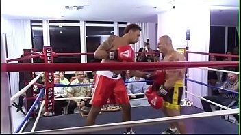 REAL FIGHTS BRUTAL BODY BLOWS BOXING MATCH