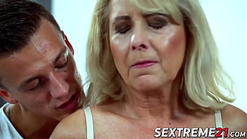 Old succubi Jana Nelle makes young cock shoot jizz