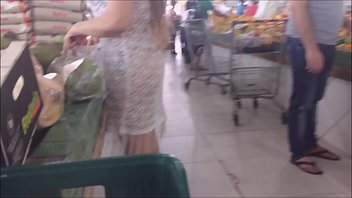Married Kellenzinha goes crazy and will show off in the crowded public market