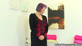 British gilf Tigger locks herself in the bathroom and gets busy with a dildo on the toilet. Bonus video: English gilf Elaine.