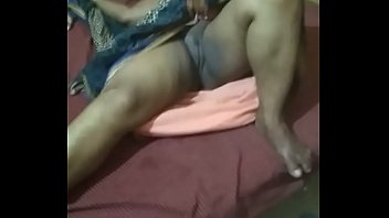 Desi aunty showing her pussy