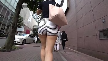 Candid ass MILF on the street