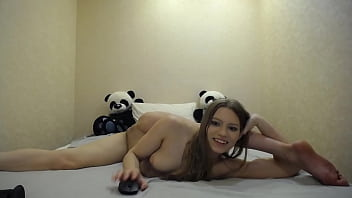 CoverMia Split trying herself in contortion and masturbating in flexible pose on stream