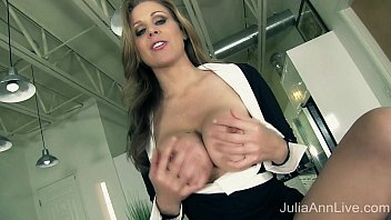 Solo jerk off pics free Milf julia ann tells you to pull out your cock