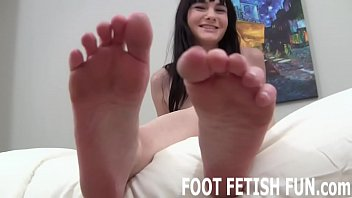 I need a new slave who knows how to pamper my feet