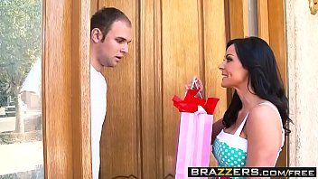 Brazzers - Mommy Got Boobs - College Madness scene starring Kendra Lust and James Deen