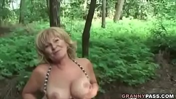 Busty Granny Gets Fucked In The Forest Vorschaubild