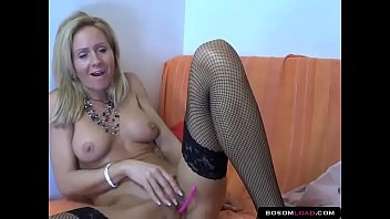 Hot cougar in fishnet tights ohmibod masturbating