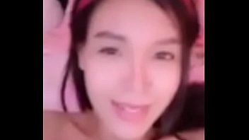 Secret group live, beautiful Thai girls teasing the fake dick in the pussy and moaning very loudly.