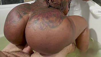 Hot black milf with a huge ass fucks a white guy